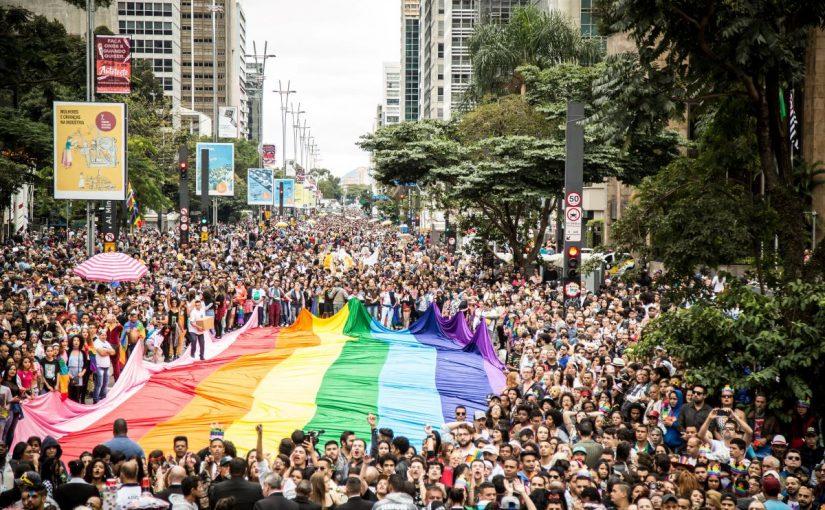 Em SP, internet é o meio mais usado para se informar sobre direitos LGBT+