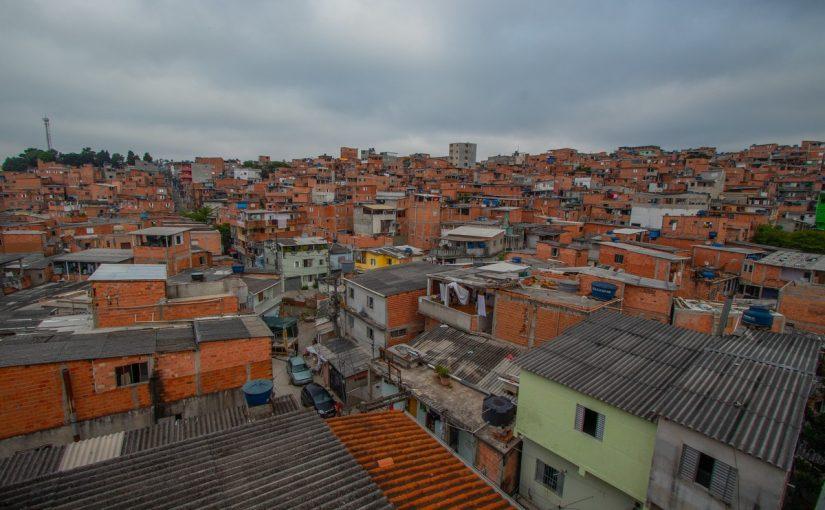 Em Paraisópolis, racionamento de água impede proteção contra coronavírus