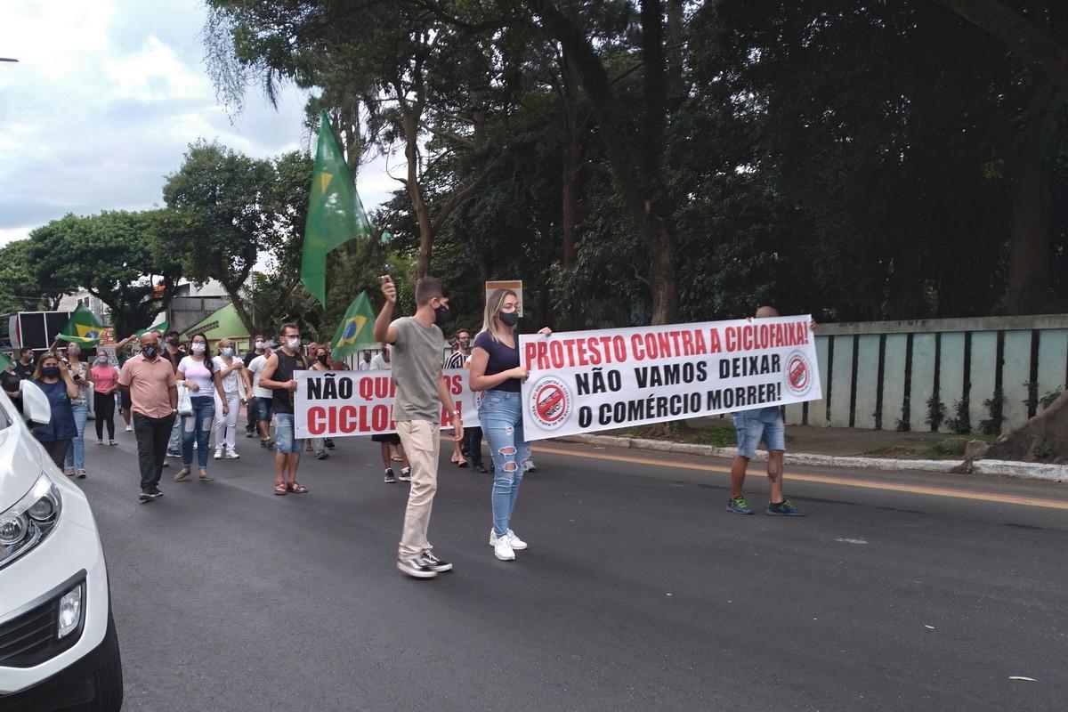 Comerciantes protestam contra construção de ciclofaixa na zona leste