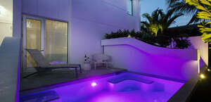 H2O Suites - Adults Only
