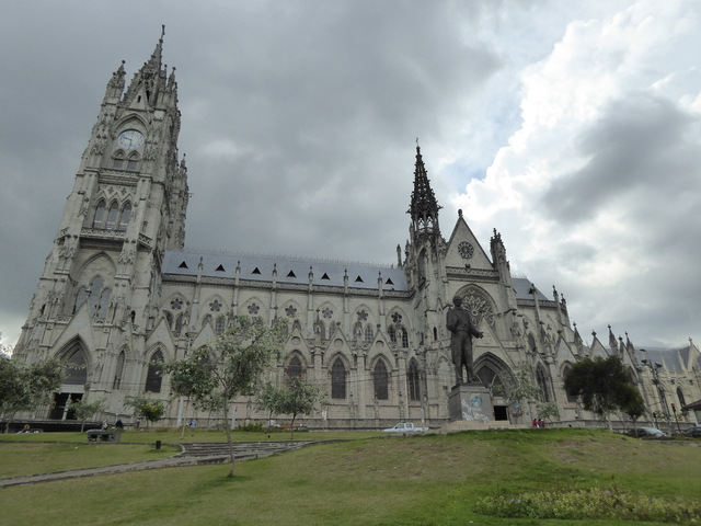 Basílica del Voto Nacional (Basilica of the National Vow) is the largest basilica in the Americas. Construction was started in 1892 and finished in 1909.