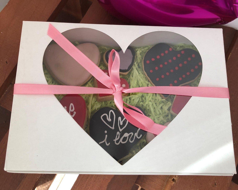 Caixa Presente SWEET com 08 biscoitos em formato de coração