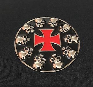 Fivela em metal para cinto unissex - Cruz de malta vermelha  e caveira