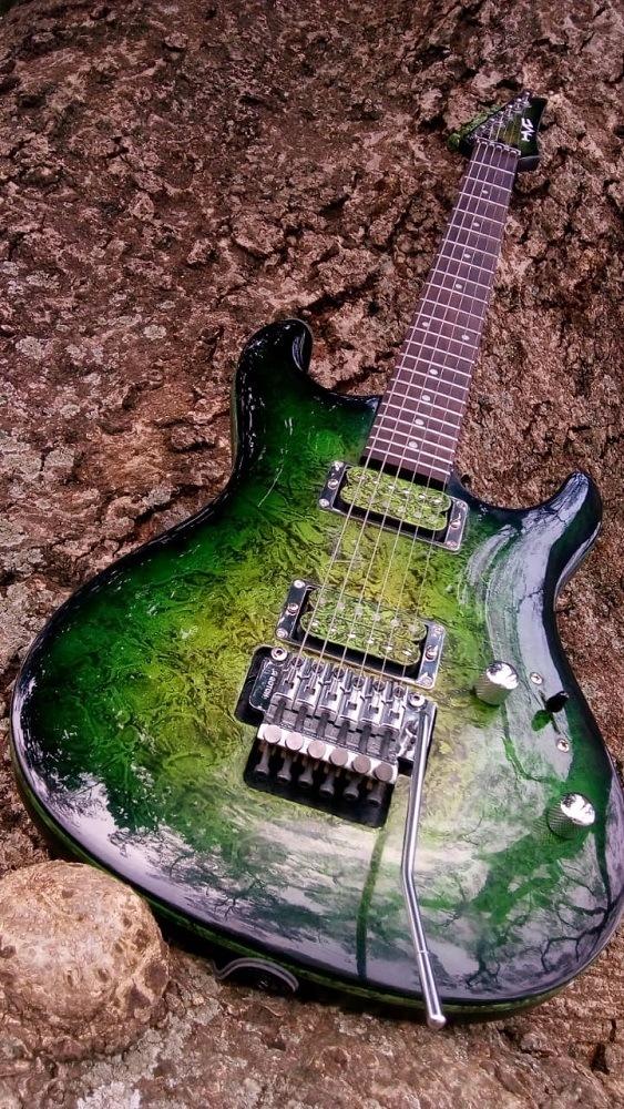 Guitarra Little Emerald HMC