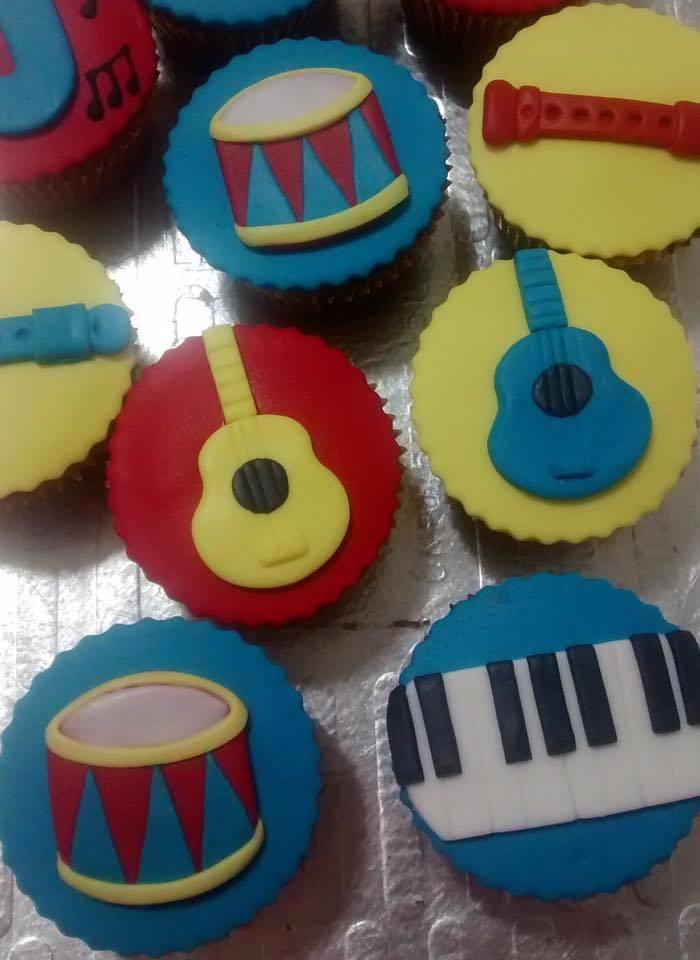 Kit com 10 Cupcakes Instrumentos Musicais