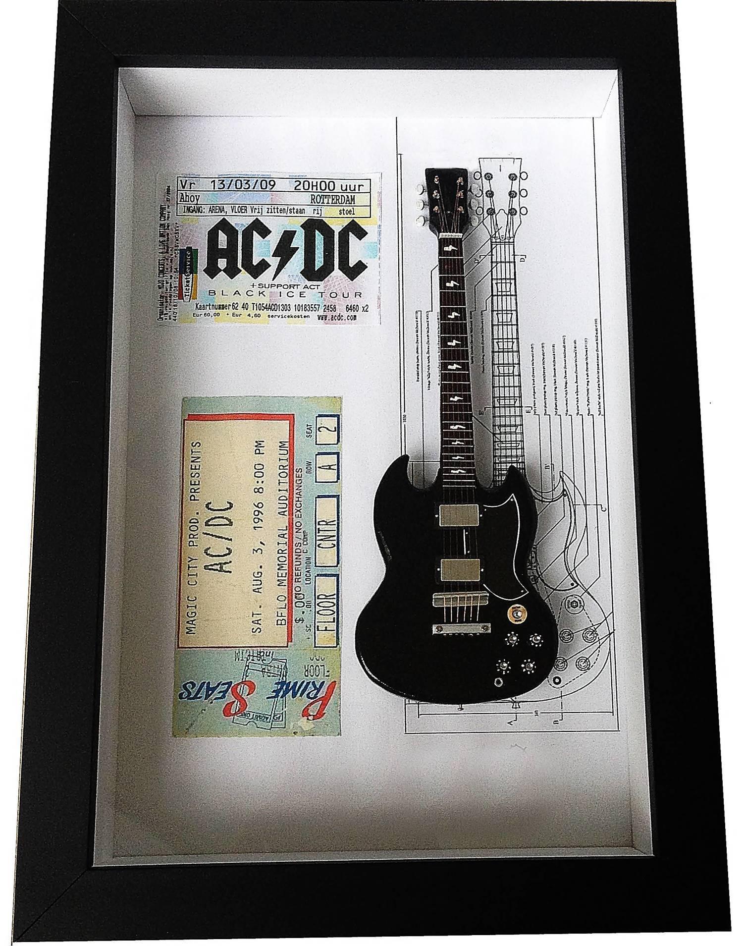 MiniLuthieria - AC/DC - Quadro Angus Young com Mini Guitarra