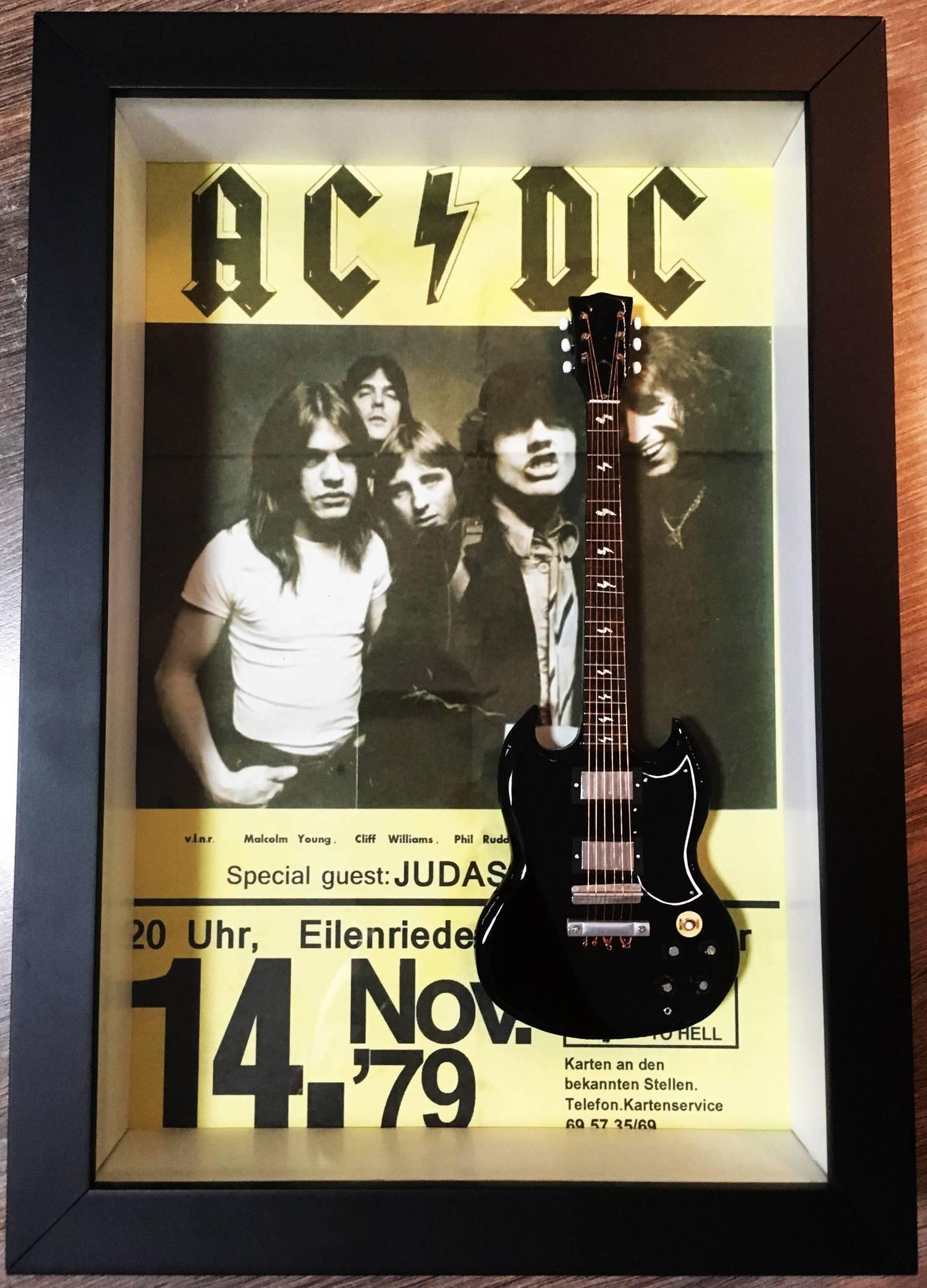 Miniatura Instrumento Musical AC/DC  Angus Young com quadro