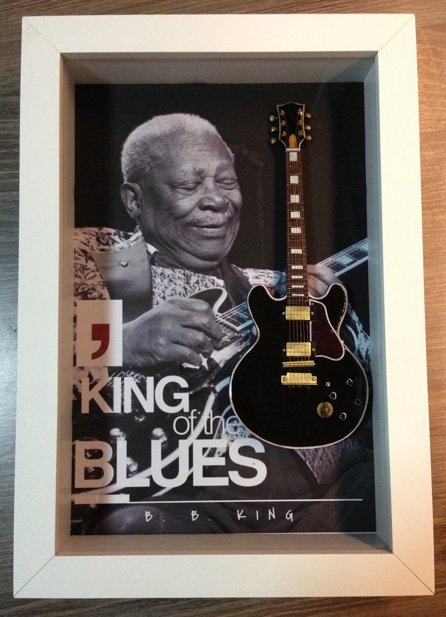 MiniLuthieria - B. B. King - Quadro B. B. King com Mini Guitarra