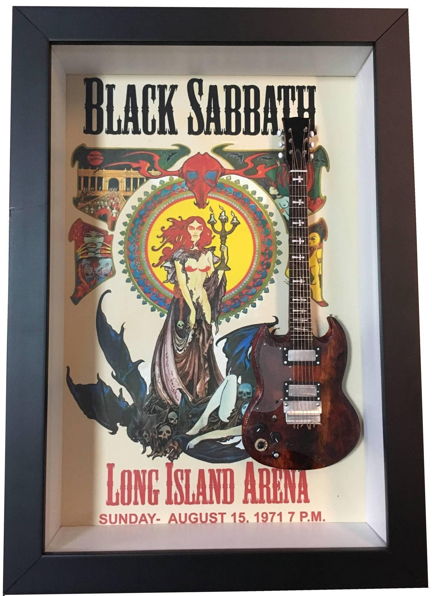 Miniatura Instrumento Musical Guitarra Black Sabbath com quadro