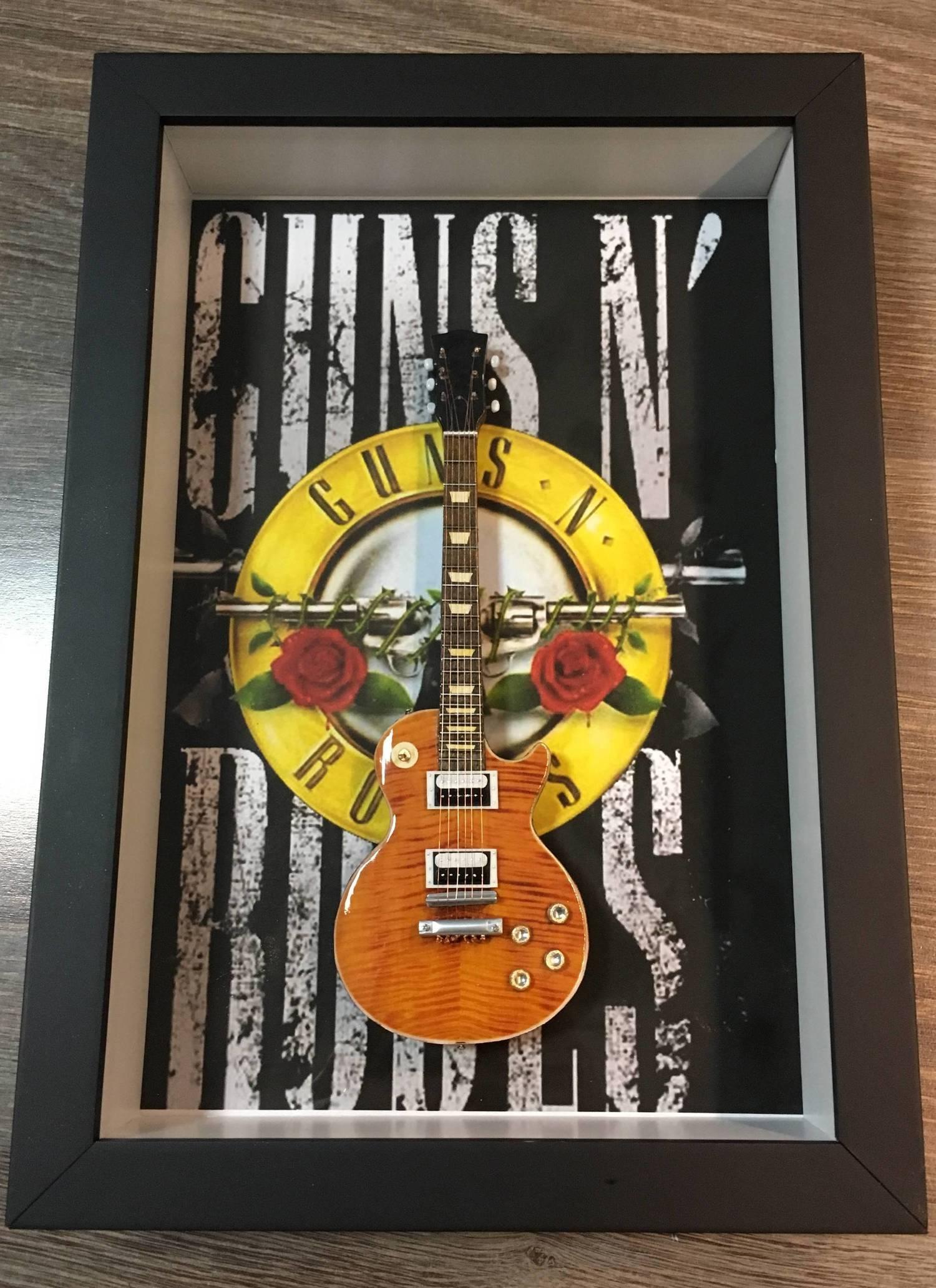 Miniatura Instrumento Musical Guitarra Guns N' Roses Slash com quadro