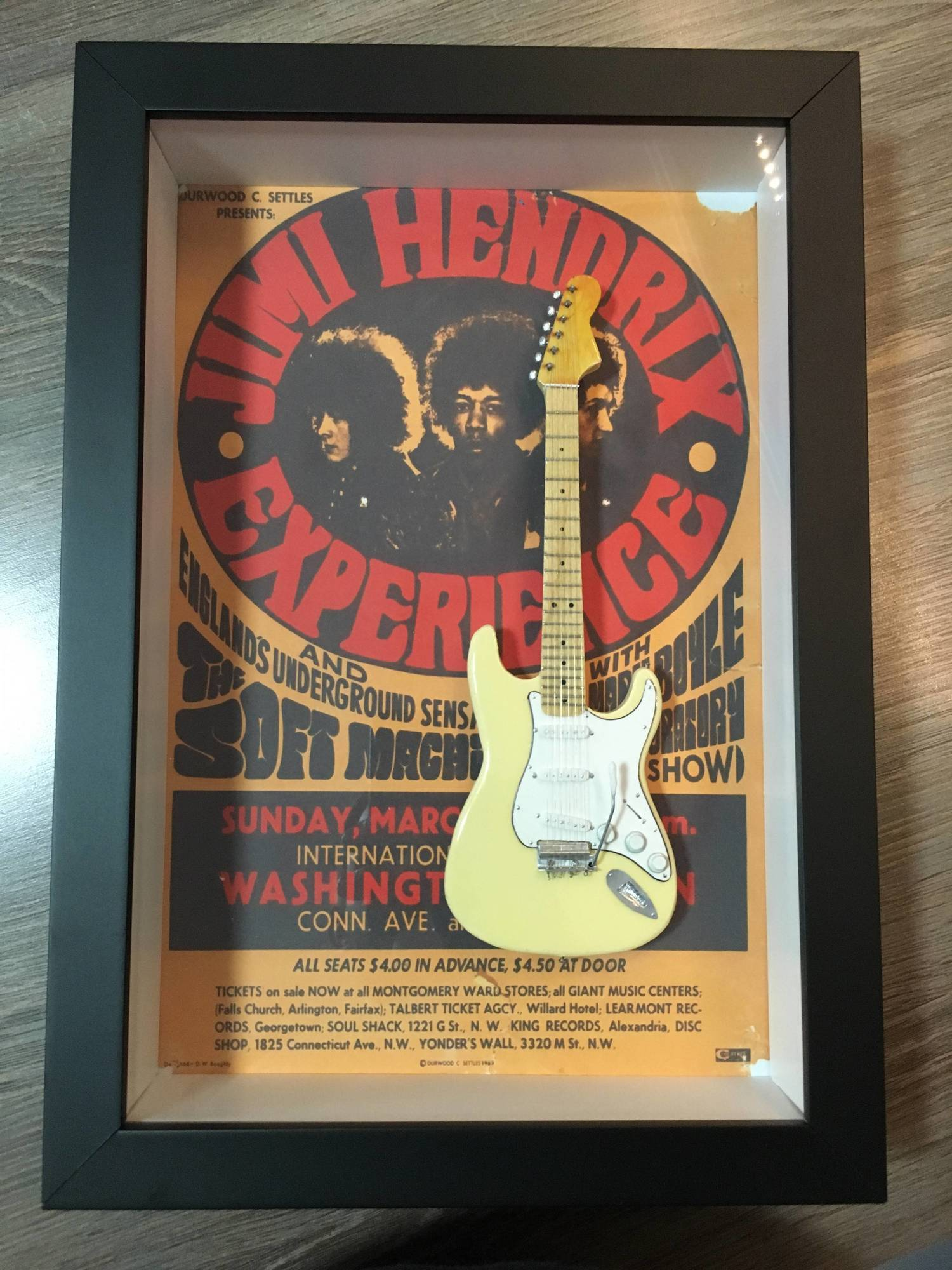 Miniatura Instrumento Musical Guitarra  Jimi Hendrix com quadro