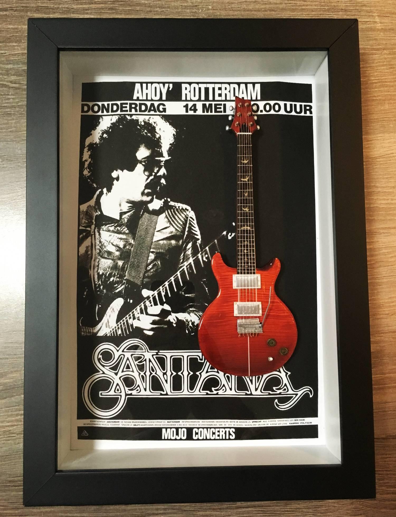Miniatura Instrumento Musical Guitarra Santana com quadro