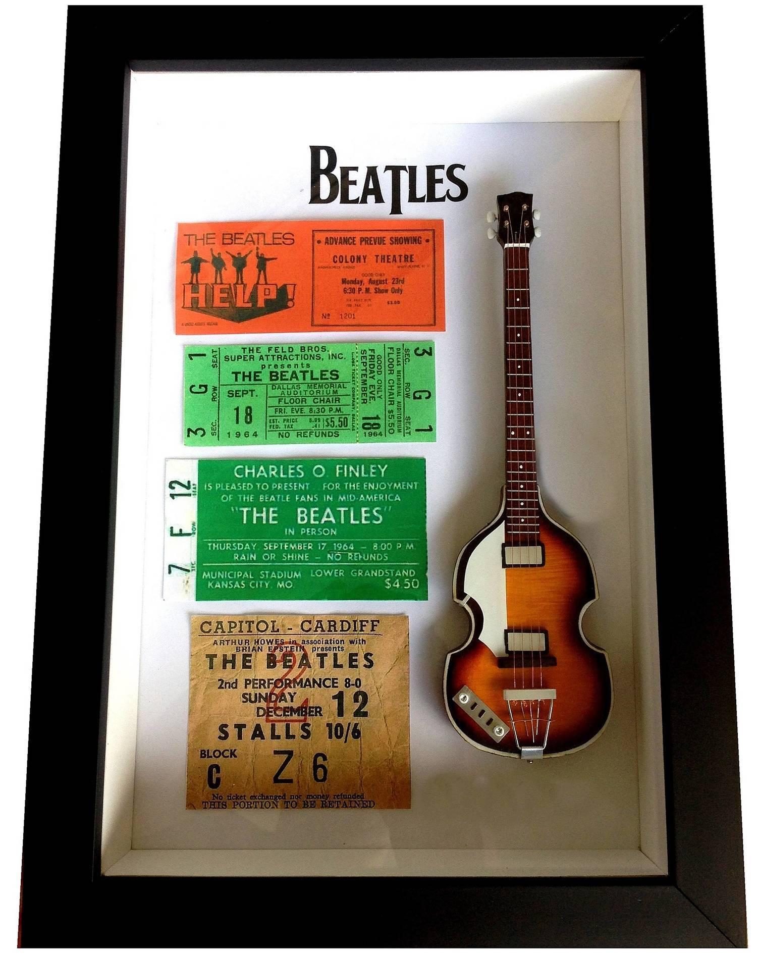 Miniatura Instrumento Musical Baixo The Beatles Paul McCartney com quadro