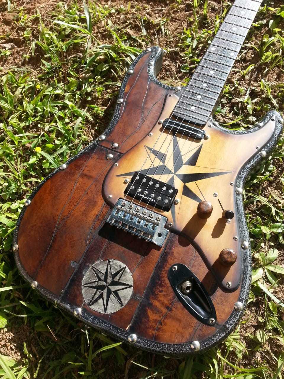 """Guitarra Strato Nordic """"WIND ROSE"""" Hot Machine Custom"""