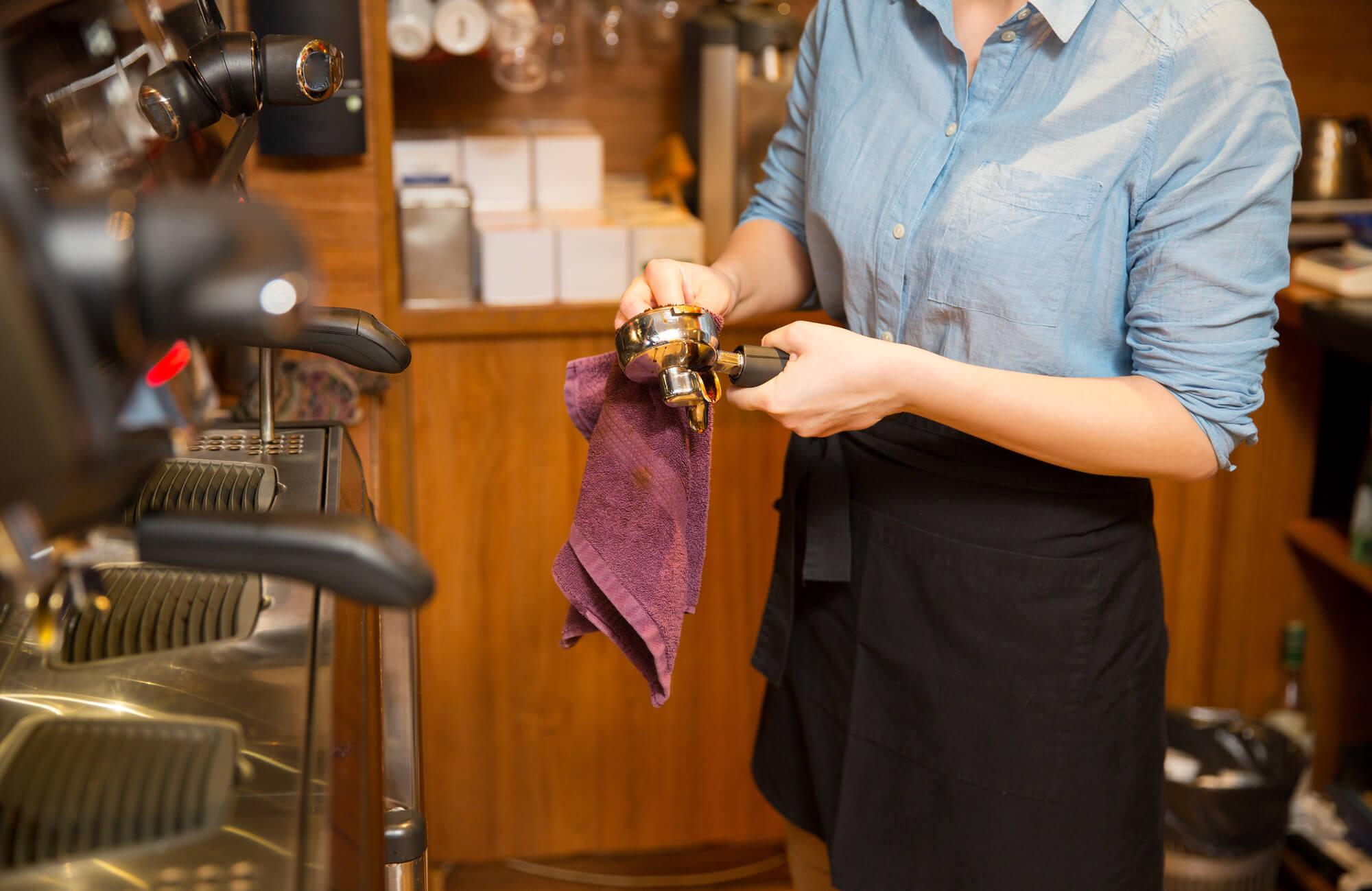 Descalcificar cafeteira: entenda e aprenda como fazer!