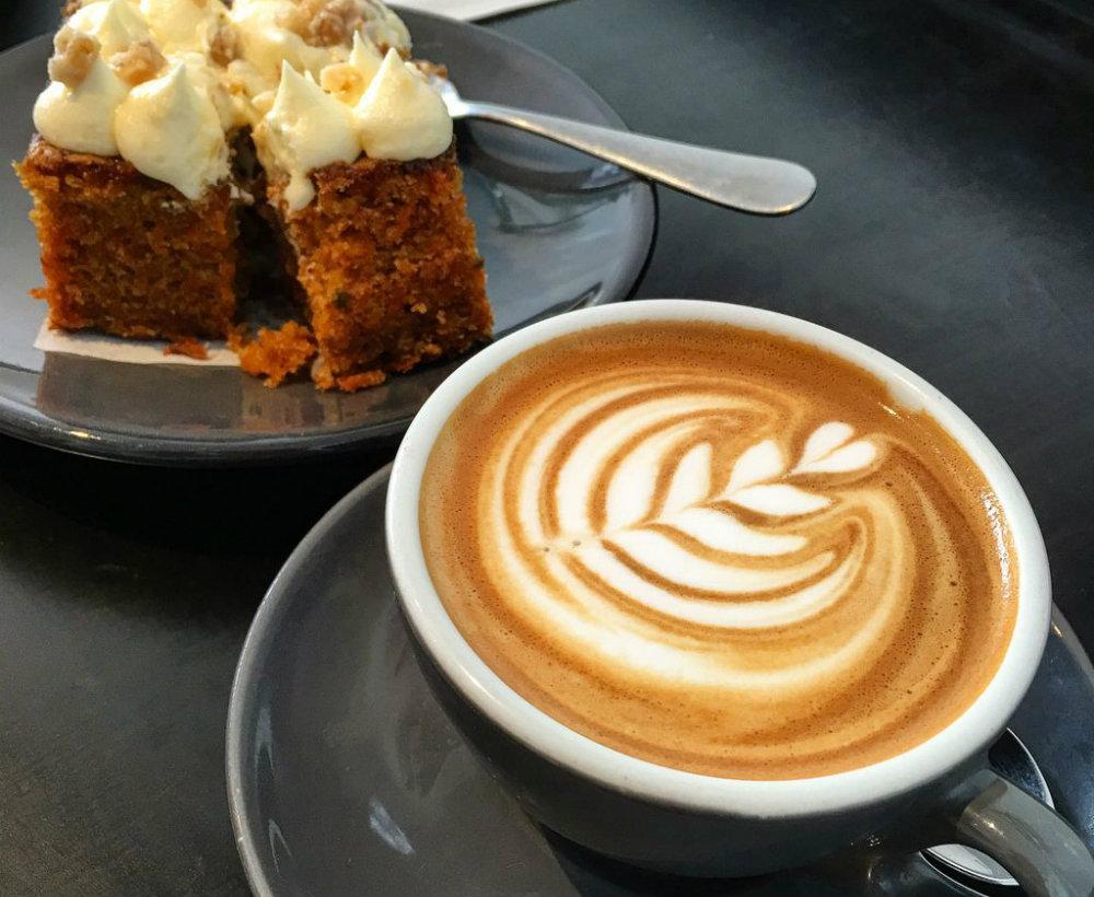 O que servir em uma cafeteria: dicas de cardápio e harmonização