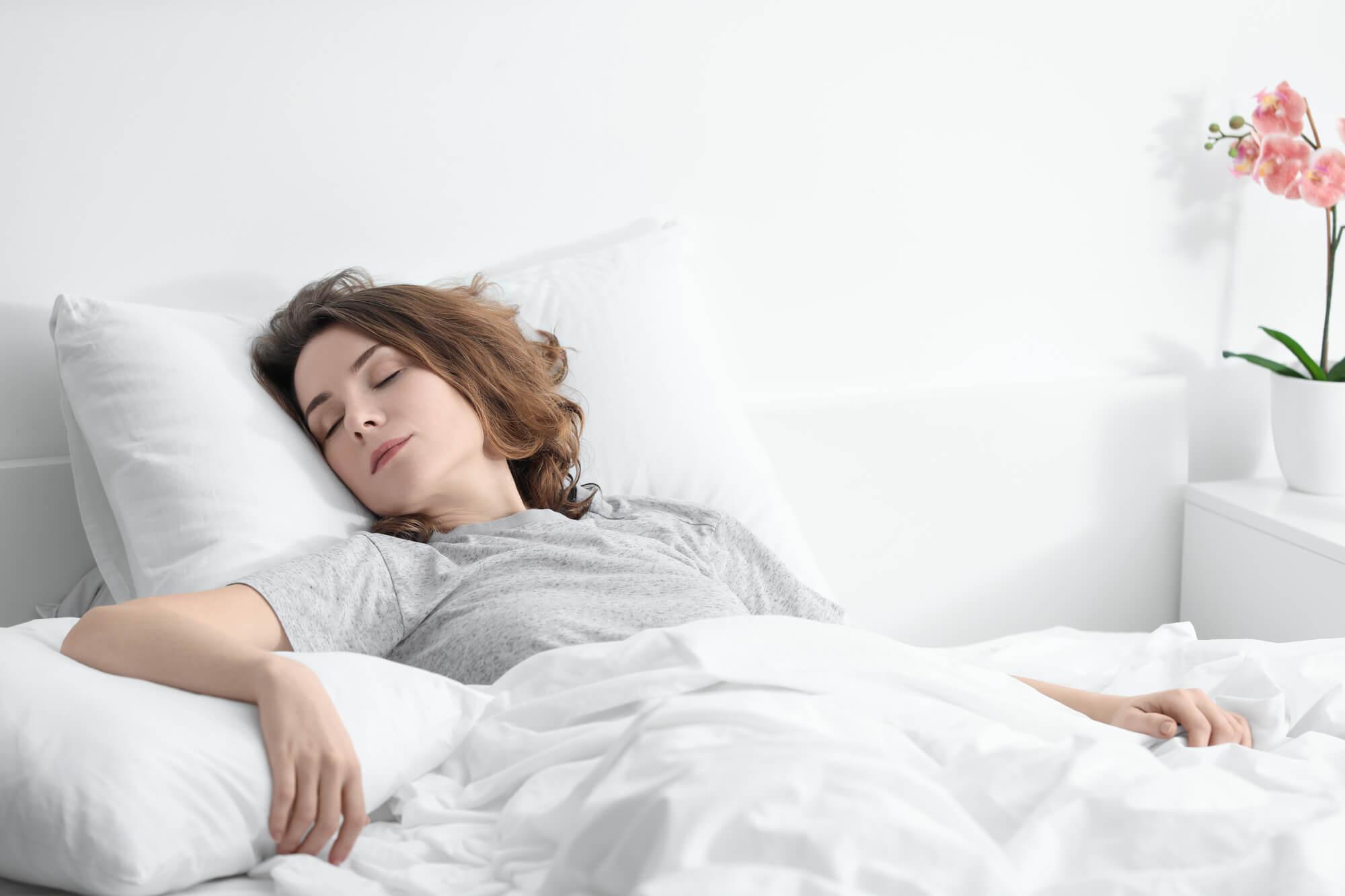 Empregado doméstico que dorme no emprego