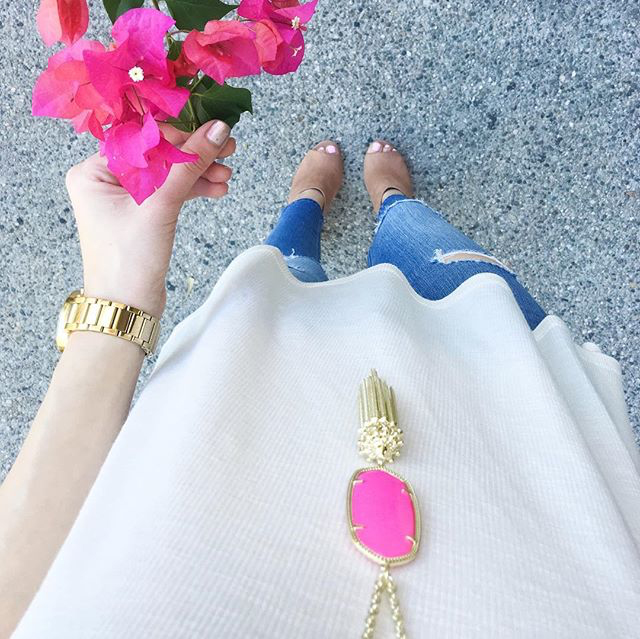 Rocksbox Member @blusheddarling wearing Kendra Scott Rayne Necklace in Magenta.
