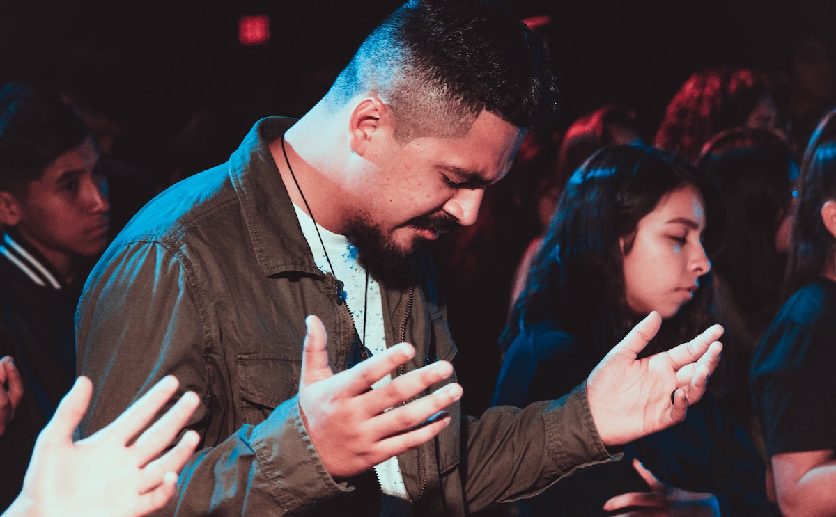 Teaching Teens How to Pray for Their Friends