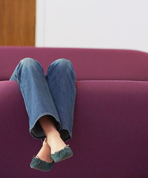 Femme sur le divan