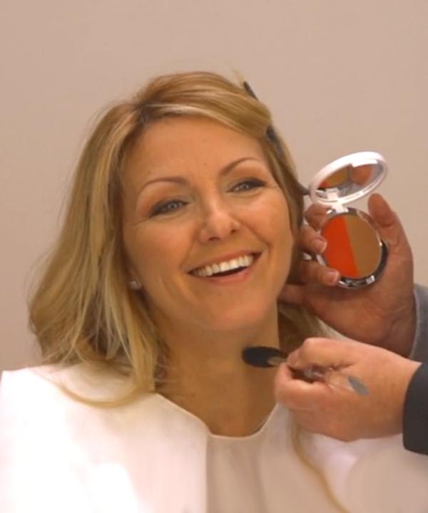 Bruno Rhéaume maquille Véro avec les produits Jouviance