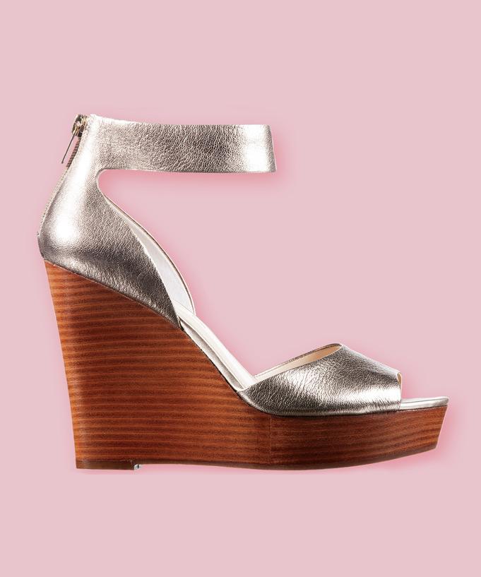 Sandale avec semelle compensée en bois