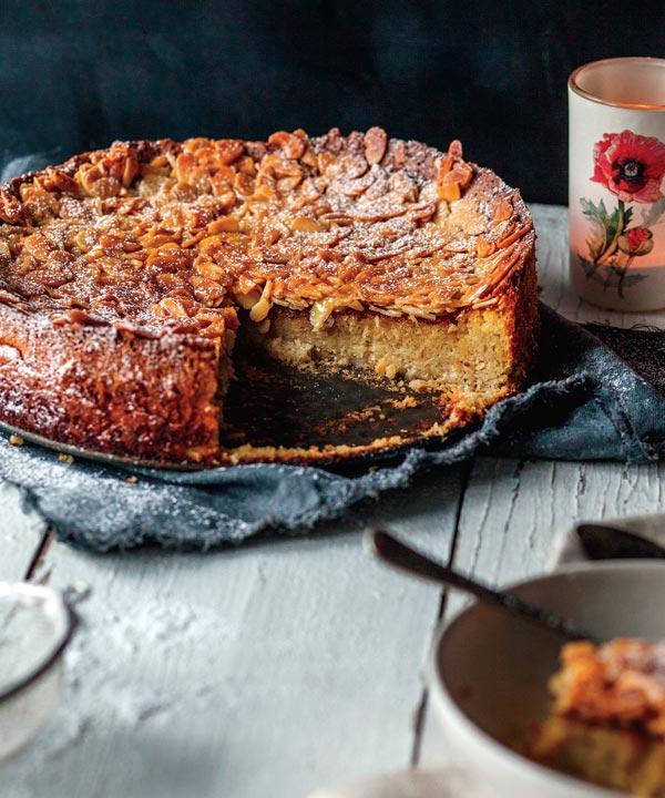 Gâteau à la purée de poires et crumble aux amandes de Marilou