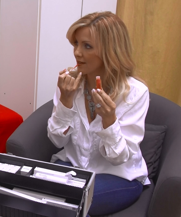 Vidéo: découvrez les produits de maquillage Jouviance