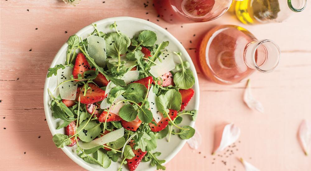 Salade du marché aux fraises du Québec de Josée di Stasio