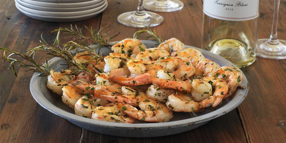 Brochettes-de-crevettes-au-romarin-Tom-Gore