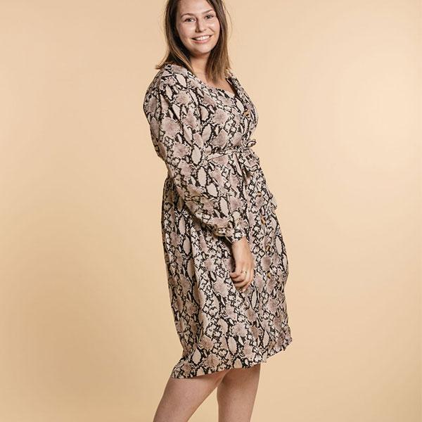 16.Mode-taille-plus_Robe-à-imprimé-reptile-Womance-Curves