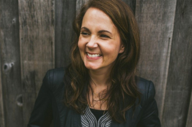 "Album Review: Lori McKenna - ""The Bird & The Rifle"""
