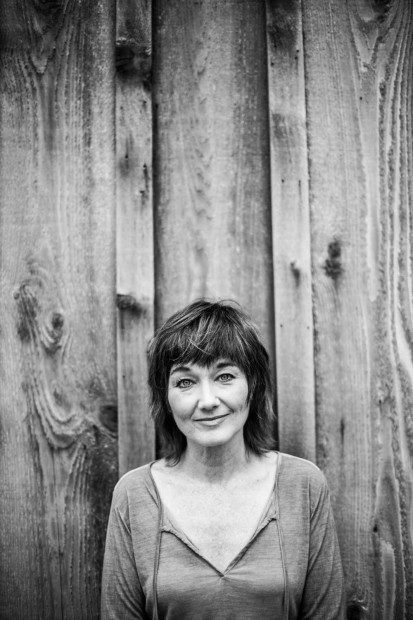 "Album Review: Lari White - ""New Loves/Old Friends"""