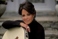 World Premiere: Kelly Lang -