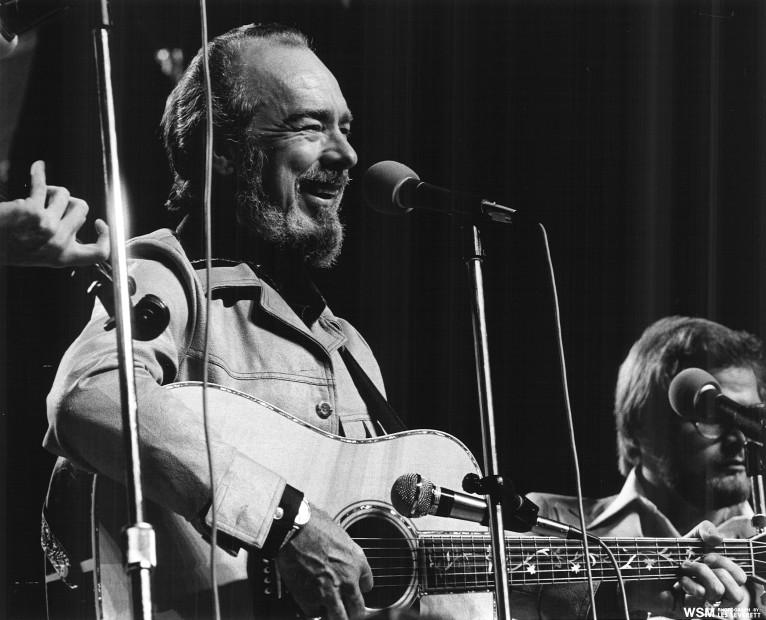 Mac Wiseman, Country & Bluegrass Pioneer, Dies At Age 93