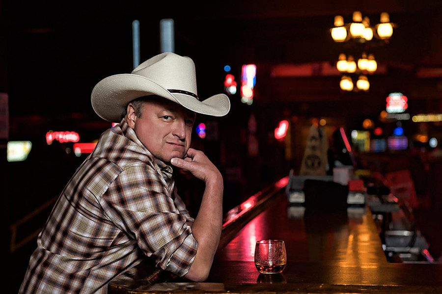 "Mark Chesnutt Announces First Vinyl LP: ""Live From The Honky Tonk"""