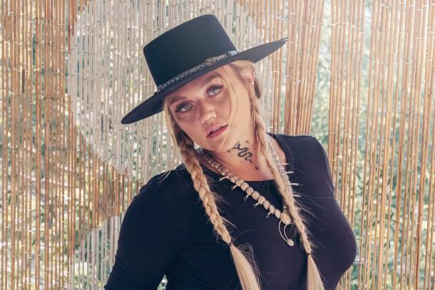Elle King Joins Sony Music Nashville