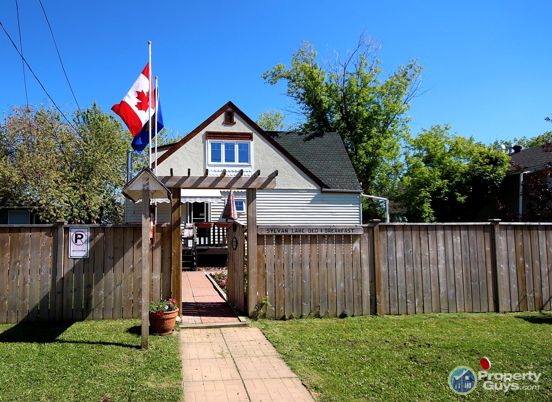 Private Sale: 3723 50 Ave, Sylvan Lake, Alberta
