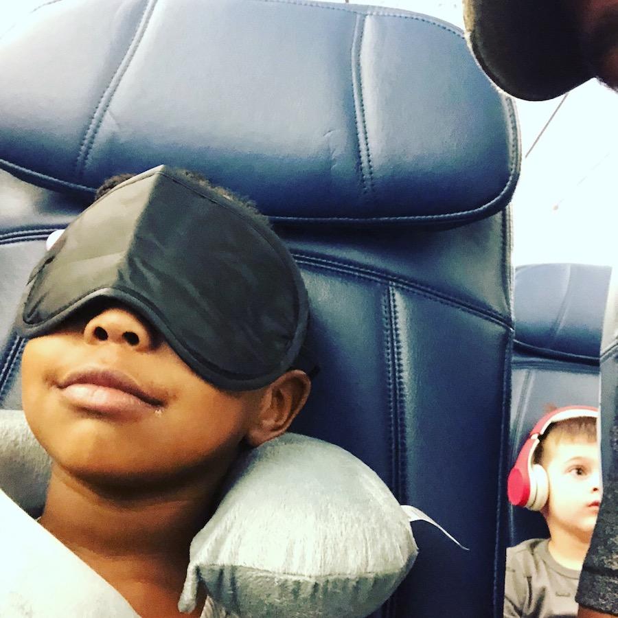 @Kisurabells kid on plane