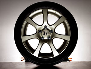 18 Hfp-R7 Alloy Wheels W/Tires - Honda (08W18-SNX-100A)