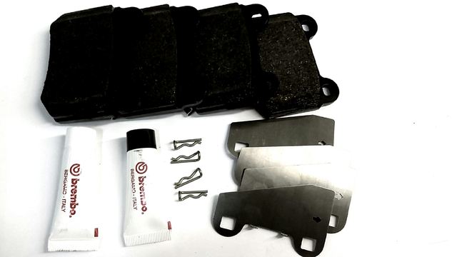 REAR BRAKE PAD SET W/HARDWARE & SHIMS - Subaru (26696FG000)
