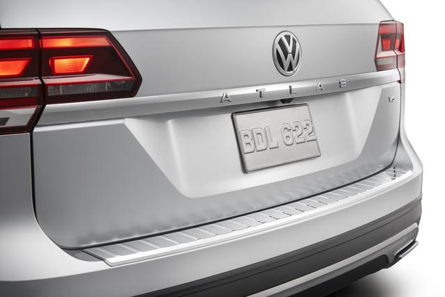 Rear Bumper Protection Plate - Chrome - Volkswagen (3CN-061-195-DML)