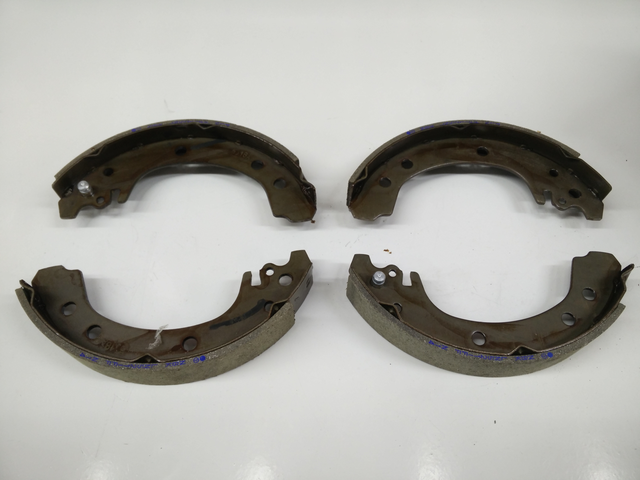 Rear Genuine Toyota Brake Shoe Set - Toyota (04495-02050)