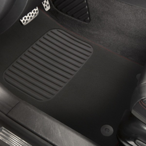 BLACK FLOOR MAT WITH RED STITCHING
