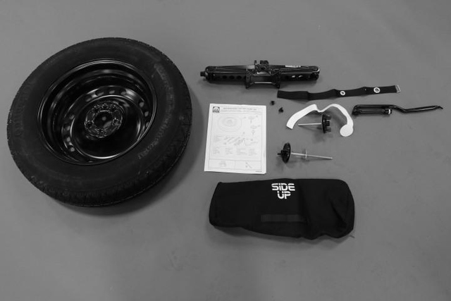 Safety, Roadside Kit - Mopar (82214679AG)