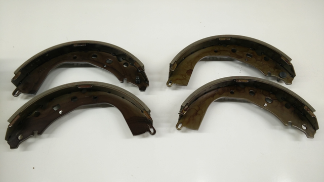 Rear Genuine Toyota Brake Shoe Set - Toyota (04495-35250)