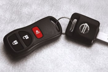 Remote Control Key Fob (Vehicles W/O I-Key)