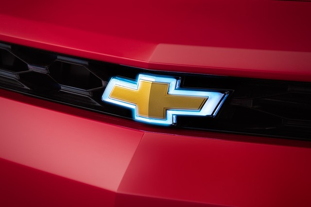 2016 CHEVROLET CAMARO ILLUMINATED BOWTIE - GM (23380121)