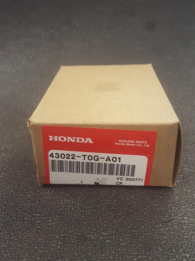 43022-T0G-A00 2012-2014 honda CR-V Genuine Honda Rear Brake Pad Set  OEM