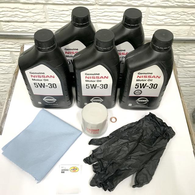 5W30 OIL CHANGE KIT (Includes towel, gloves, and oil change sticker) - Nissan (05W30CHANGE)